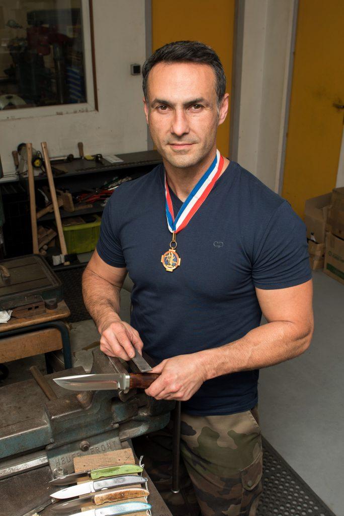 portrait avec médaille Coutellia